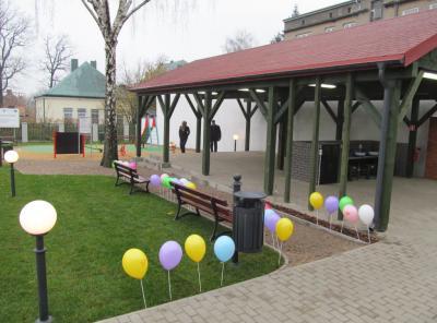 Baloniki w ogrodzie na przywitanie dzieci
