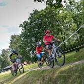 Zawodnicy na rowerach