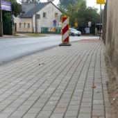 Remontowany chodnik przy ul. Parzęczewskiej