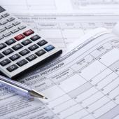 Druk podatkowy i kalkulator - fot. fotolia
