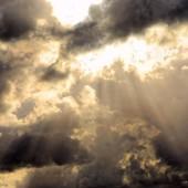 Chmury na niebie - fot. pixabay.com (domena publiczna)