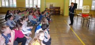 Dzieci słuchające prelekcji - fot. zielonalekcja.pl