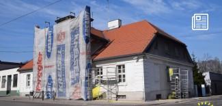 Widok remontowanego budynku muzeum