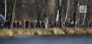 Biegacze w parku