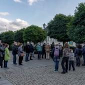 Uczestnicy spaceru na pl. Jana Pawła II
